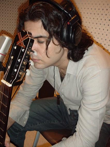دانلود آهنگ شاد آقا جون از ایلیا منفرد با تکست و متن ترانه شعر آهنگ